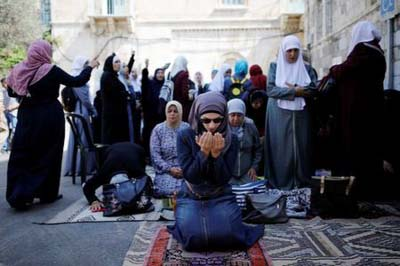 Muslim elders urge return to prayer as Israel backs down over Al-Aqsa