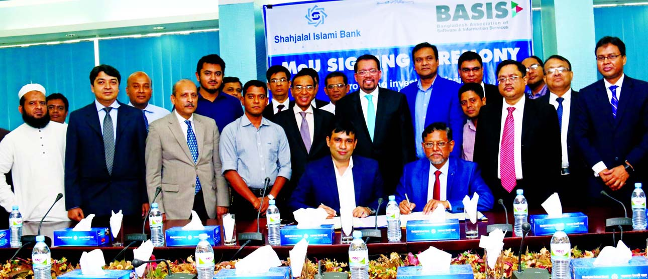 Mustaque Ahmed, Head of Business Development and Liability Marketing Division of Shahjalal Islami Bank Ltd and Delowar Hossain Faruk,  Chairman of the Standing Committee on Members Welfare of BASIS, sign a Memorandum of Understanding on Tuesday at the bank's head office. Managing Director of the Bank Farman R Chowdhury was present.