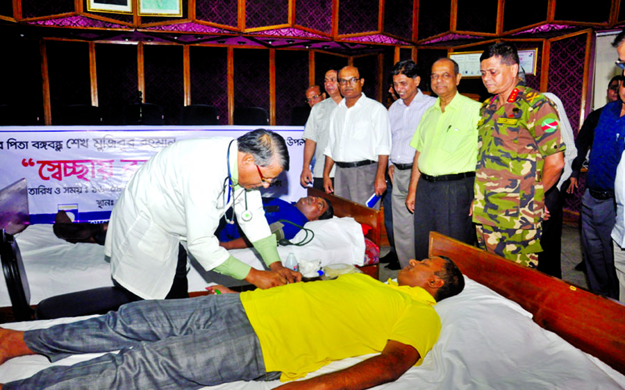 Chairman of Bangladesh Rural Electrification Board Major General Moyeen Uddin inaugurating voluntary blood donation programme marking 42nd martyrdom anniversary of Father of the Nation Bangabandhu Sheikh Mujibur Rahman at its office in the city on Wednesday.