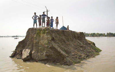 Flood marooned people in Indian states, eases in Nepal