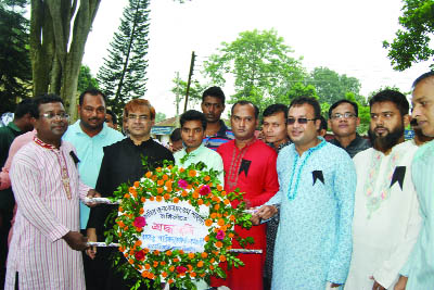 TANGAIL:  Leaders of Bangabandhu Parishad of Moulana Bhasani Science and Technology University placing wreaths at the Shaheed Minar of the University on the occasion of the National Mourning Day on Tuesday.
