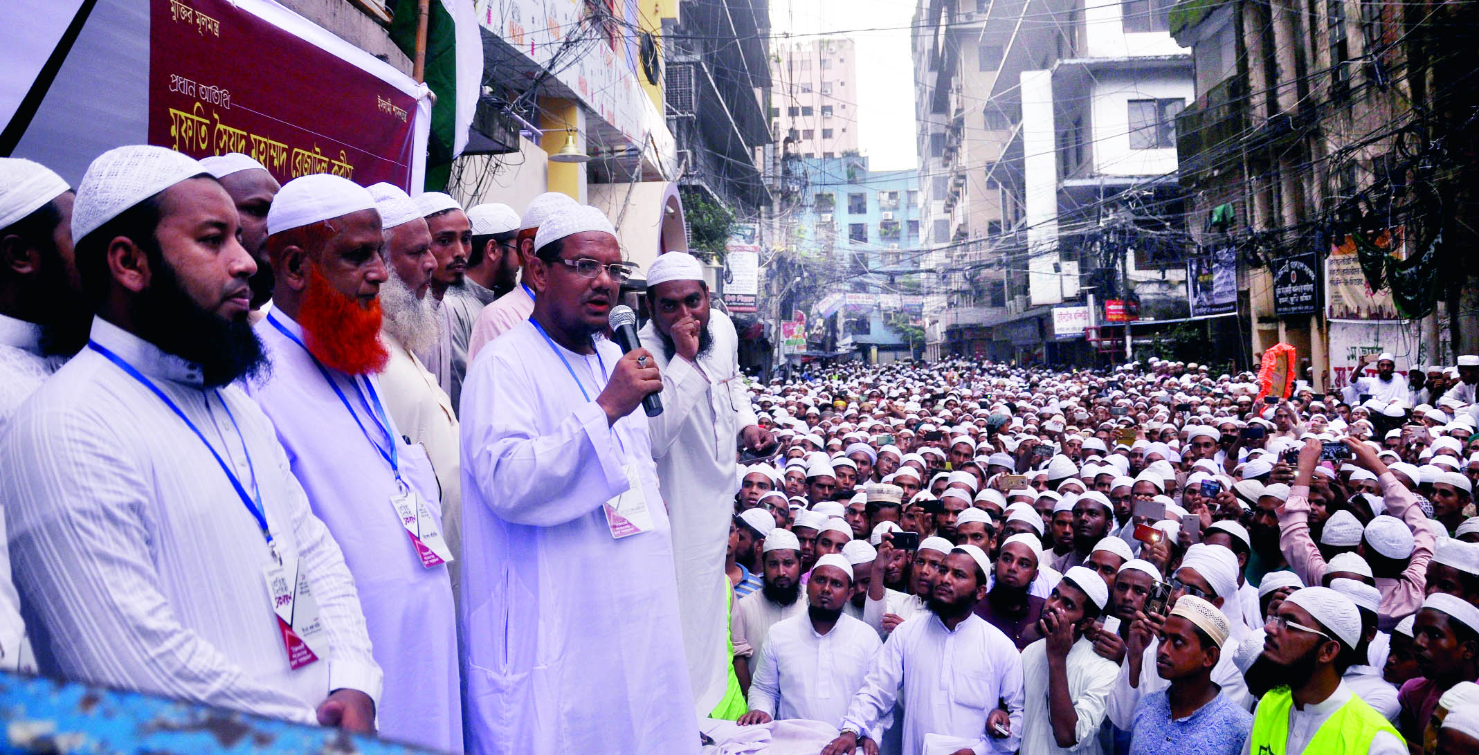 Ameer of Islami Andolon Bangladesh Mufti Syed Muhammad Rejaul Karim,  Pirshaheb Charmonai addressing a rally organised in front of its office in the city by Islami Shashantantra Chhatra Andolon on Friday in protest against effort to snatch independence of judiciary.