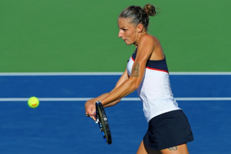 Pliskova wins twice to reach semis, secure No. 1 spot