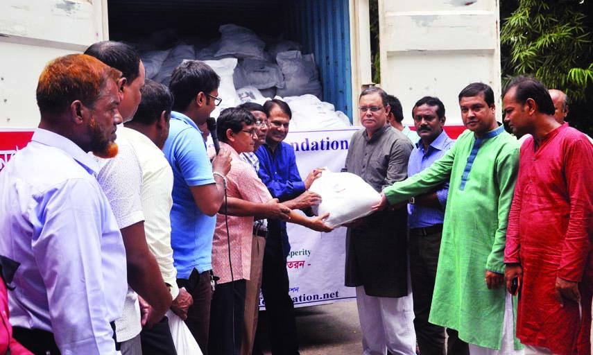 BFUJ President Manjurul Ahsan Bulbul, among others, at a programme for collecting relief materials for flood-hit people organised by Rangpur Bibhag Sangbadik Samity at the Jatiya Press Club on Monday.