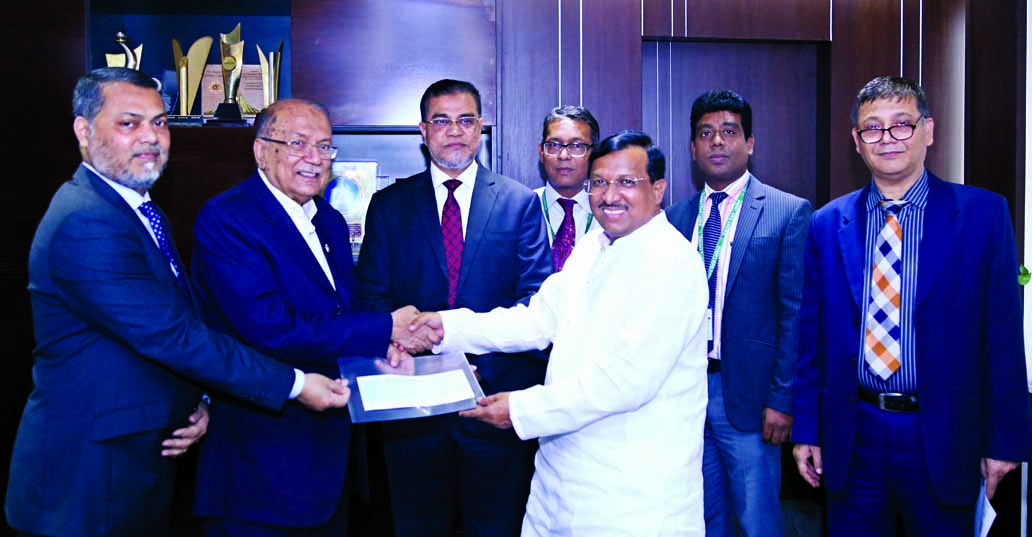 Kazi Akram Uddin Ahmed, Chairman of Standard Bank Limited, handing over a cheque of Tk 50 Lakh to Shamsul Hoque Chowdhury, MP, Secretary General of Sheikh Kamal International Club Cup at the bank's Head Office in the city on Tuesday. Mamun-Ur-Rashid, Managing Director and Md. Motaleb Hossain, DMD of the bank among others were present.