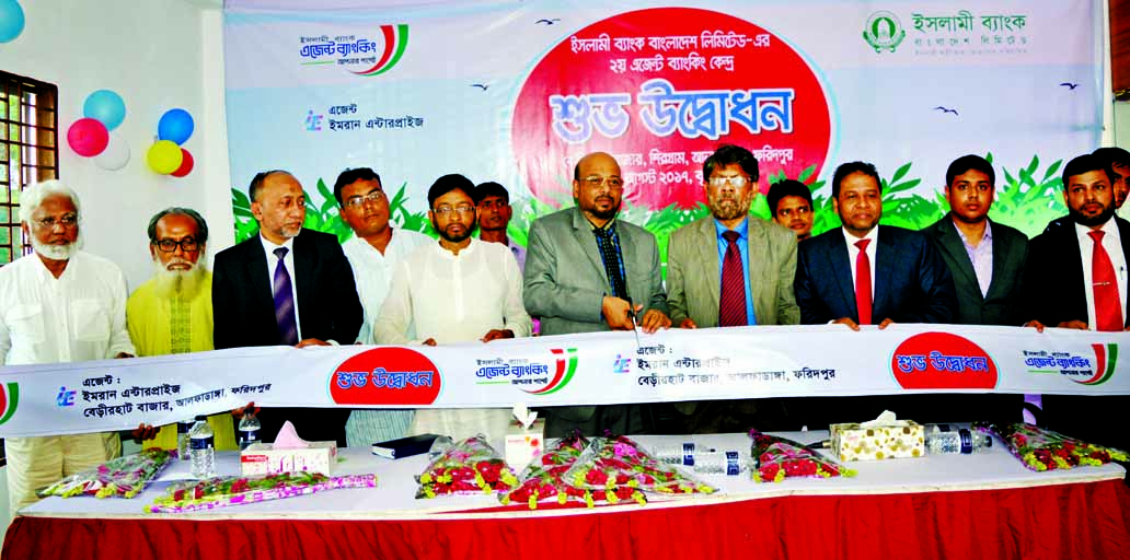 Abu Reza Md Yeahia, DMD of Islami Bank Bangladesh Limited, inaugurating its second Agent Banking Outlet in Berirhat Bazar, Alfadanga Upazila in Faridpur on Thursday. Md. Taher Ahmed Chowdhury, DMD, Md. Mahboob Alam, Head of Agent Banking Division and Md. Maksudur Rahman, Head of Khulna Zone of the bank were also present.