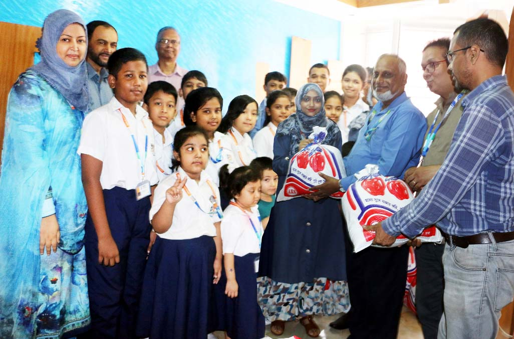 DIS students donate relief for flood-hit people