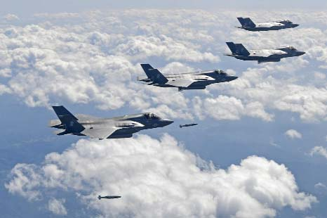 US flies powerful warplanes amid standoff with N Korea
