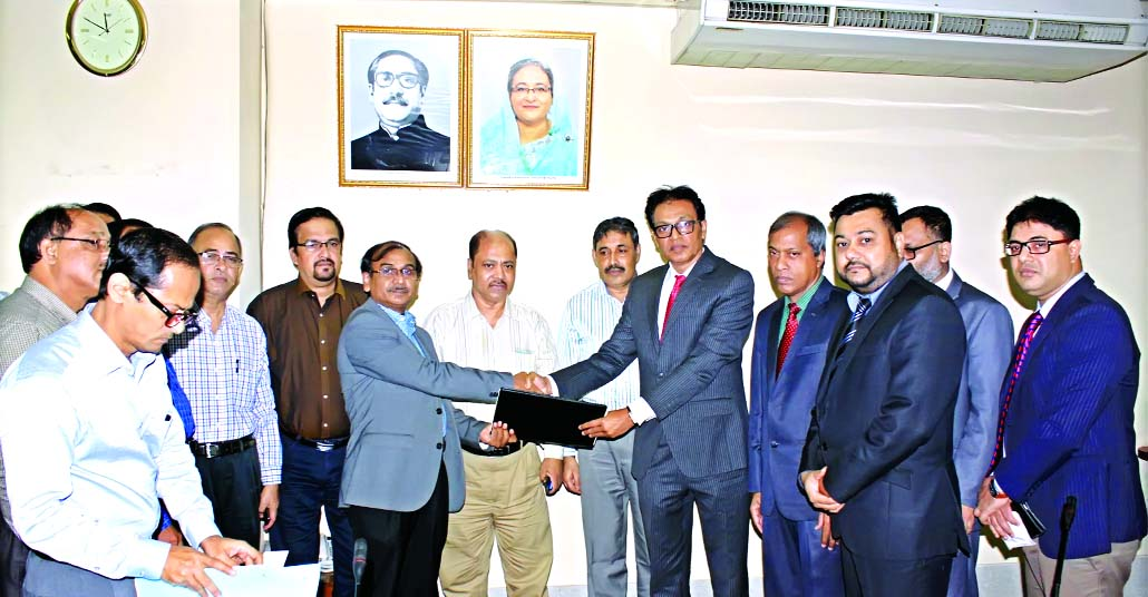 A K M Saifuddin Ahmed, Deputy Managing Director of The Jamuna Bank Limited and Md. Mustaque Ahmed, Company Secretary of Titas Gas Transmission & Distribution Company Limited, sign an  agreement for bill collection at Titas Gas head office recently.