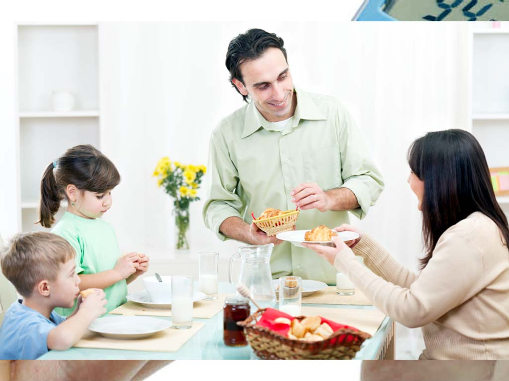 Family mealtime minus TV helps beat obesity