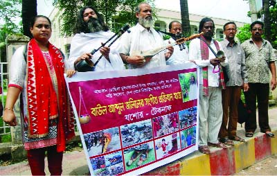 JESSORE:  Folk singer Abdul Jalil of Jessore  started music 'Song March Towards Rohingyas' on Tuesday  to Teknaf  demanding measures  to stop  killing of Rohingyas .