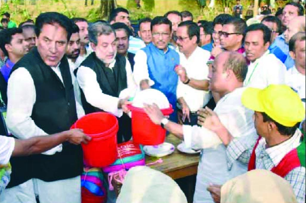 Chairman of the Parliamentary Standing Committee on Ministry of Railway  ABM Fazle Karim Chowdhury MP along with Minister for Road Transport and Bridges Obaidul Quader MP and  former state Minister Jahangir Kabir Nanak among others seen distributing relief materials among  Rohingya refugees in Ukhiya on Wednesday evening .