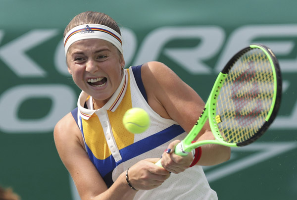 Jelena Ostapenko of Latvia returns a ball to Veronica Cepede Royg of Paraguay during their quarterfinal match of the Korea Open tennis championships in Seoul, South Korea on Friday.
