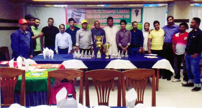 The officials of Raman Lamba & Daulat-uz-Zaman Foreign Local Cricket League Committee and the captains of the participating teams of the League pose for a photo session at a city hotel on Thursday.