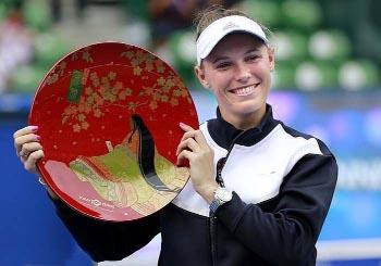 Wozniacki whips Russian to retain Tokyo title