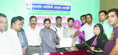 KULAURA (Moulvibazar): Chowdhury Md  Golum Rabbi, UNO, Kulaura Upazila distributing certificates among the journalists at the day-long training course as Chief Guest  organised by Online Journalists' Social Society  recently.