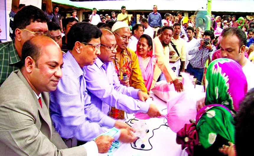 Golam Dastagir Gazi, MP, Director of Jamuna Bank Limited, distributing relief goods among the Rohingya people at Balukhali, Ukhiya of Cox's Bazar District recently. Md Tajul Islam MP, Director, Md Ismail Hossain Siraji,Chairman, Md.Shafiqul Alam, Managing Director and Mirza Elias Uddin Ahmed, AMD of the bank were also present.