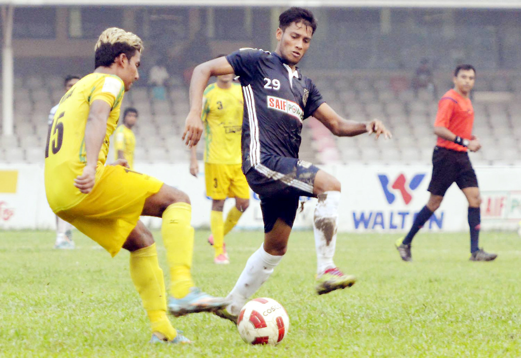 A view of the match of the Saif Power Battery Bangladesh Premier League Football between Rahmatganj MFS and Saif Sporting Club at the Bangabandhu National Stadium on Sunday.