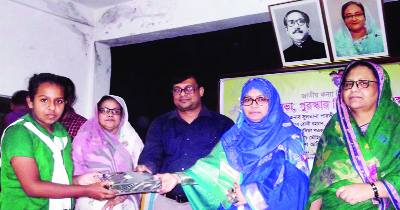 RANGPUR: Sultana Parvin,  President , District Mahils Sports Association distributing prizes among the winners of  different competitions arranged for girls in observance of the National Girl Child Day as Chief Guest  on Sunday.