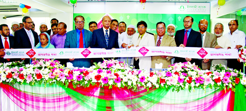 Arastoo Khan, Chairman of Islami Bank Bangladesh Limited, inaugurating its relocated IDB Branch at Begum Rokeya Soroni, Agargaon in the city on Sunday. Md. Abdul Hamid Miah, Managing Director, Helal Ahmed Chowdhury, Md. Joynal Abedin, Directors, Md. Mahbub-ul-Alam, AMD of the bank and Lion Ashraful Habib Firoz, Secretary General of Lions Foundation were also present.