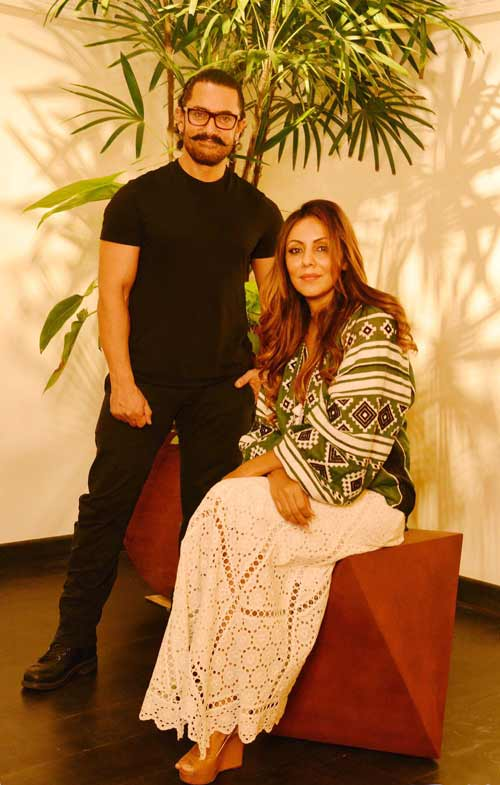 Gauri Khan plays a hostto Aamir Khan at Gauri Khan Designs