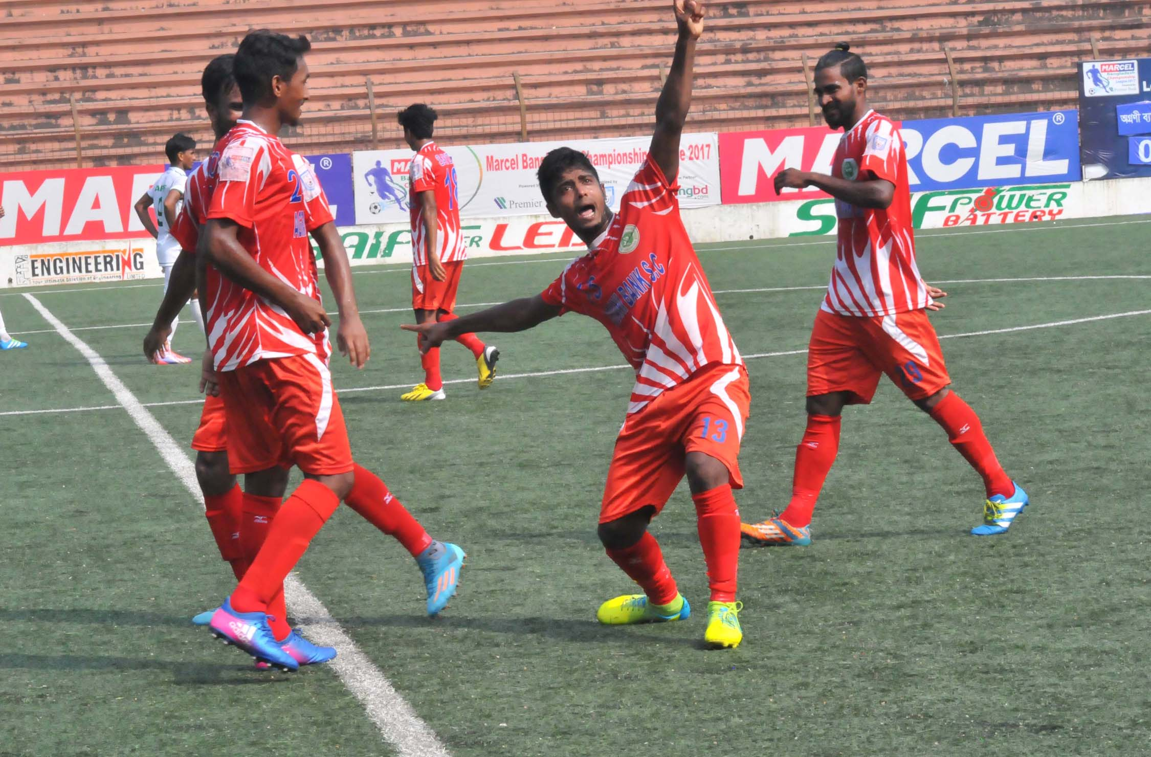 A moment of the match of the Bangladesh Championship League Football between Fakirerpool Youngmen's Club and Police Football Club at the Bir Shreshtha Shaheed Sepoy Mohammad Mostafa Kamal Stadium in the city's Kamalapur on Tuesday. The match ended in a goalless draw.