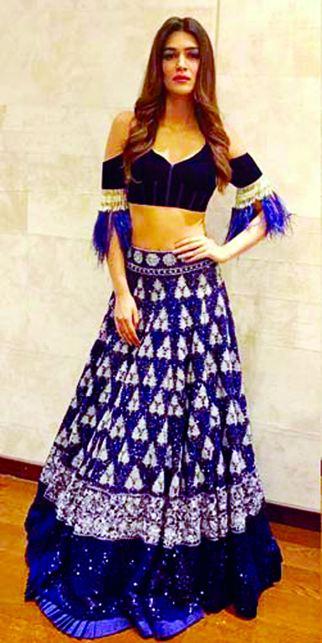 Kriti Sanon sets style statement with the festive look