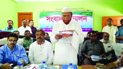 JOYPURHAT: Rofiqual Islam, General Secretary, Motor SramIK Union, Joypurhat District Unit  reading  a written statement at a press conference  on Friday demanding withdrawal of former general secretary permanently from the oraganisation.