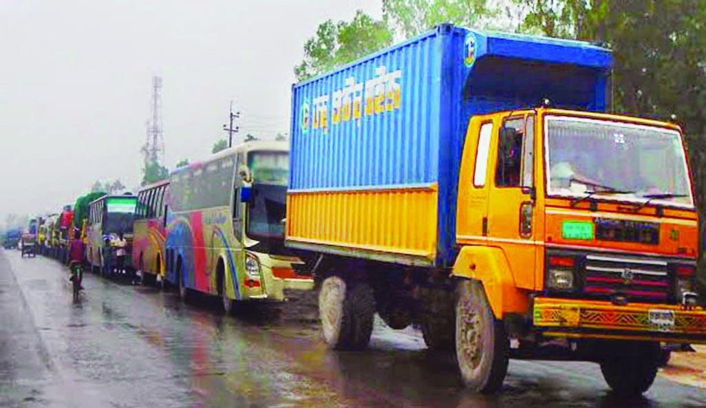 Dhaka-Tangail highway causes congestion