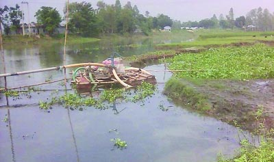 JAMALPUR: Illegal sand lifting from Jingiram River has damaged arable land at Dewanganj area .