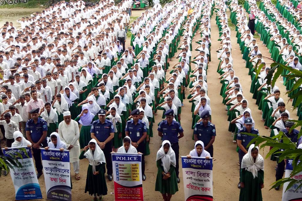 Satkania thana police organised a rally marking the National Road Safety Day at Uttar Satkania Ali Ahmed Pranhori High School yesterday.  Later,  an awareness rally was held and it was addressed by Additional  SP Hasanuzzaman Mollah and OC Md Rafiqul Hossain.