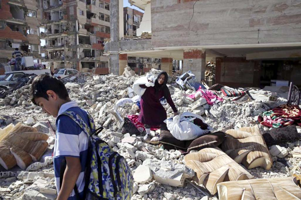 Survivors of Iran quake await badly needed aid