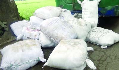 BARISAL: Police recovered 40 maunds of banned polythene from a bus near Ashokkhati Filling Station  on Dhaka-Barisal Highway yesterday.