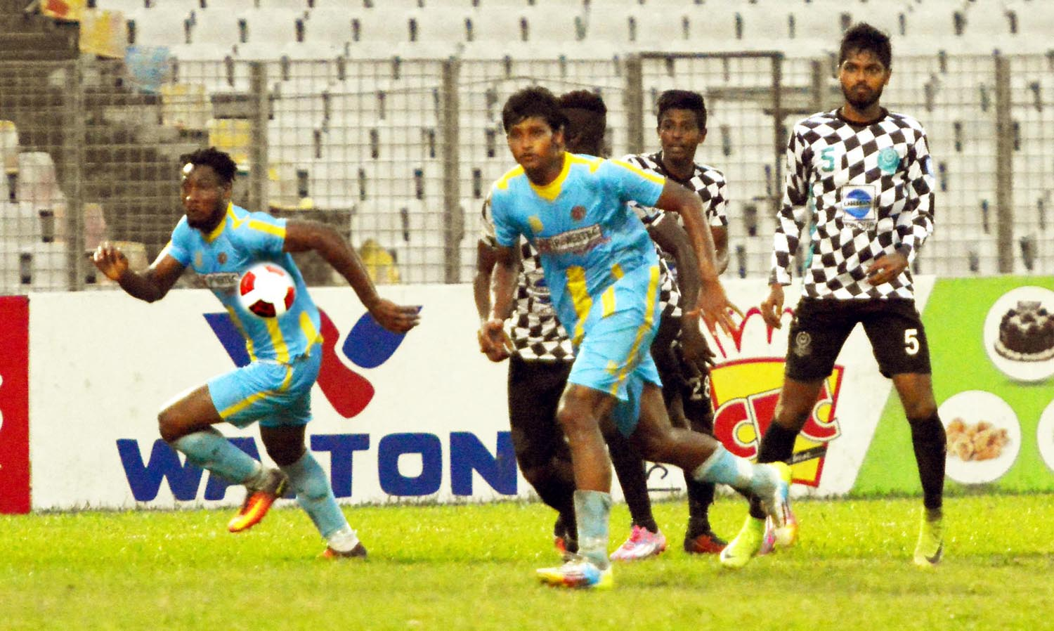 A moment of the match of the Saif Power Battery Bangladesh Premier League Football between Chittagong Abahani Limited and Dhaka Mohammedan Sporting Club Limited at the Bangabandhu National Stadium on Saturday.