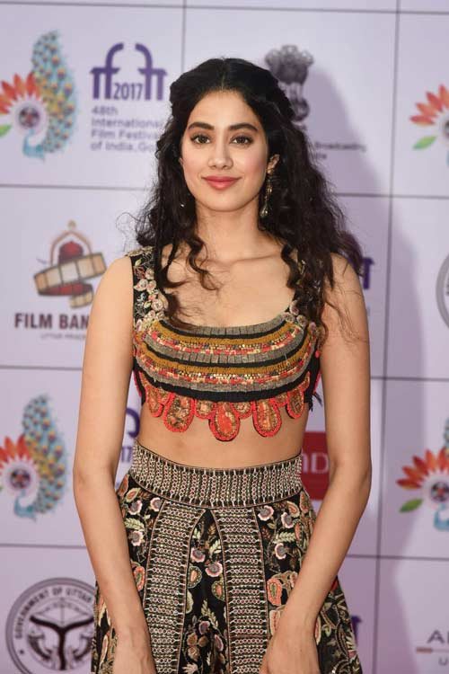 Janhvi dazzles at IFFI in ethnic wear