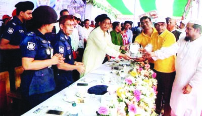 CHANDPUR: Minister for  Disaster Management and Relief  Mofazzal Hossain Chowdhury Maya Bir Bikram MP  handing over crest to Lion Faruk Ahmed Titas, Senior Vice President , Matlab Uttar Upazila Community Policing as Chief Guest  for his outstanding contributions at a function organised by Chandpur Community Policing Committee recently. IGP AKM Shahidul Haq was also present as special guest at the function.