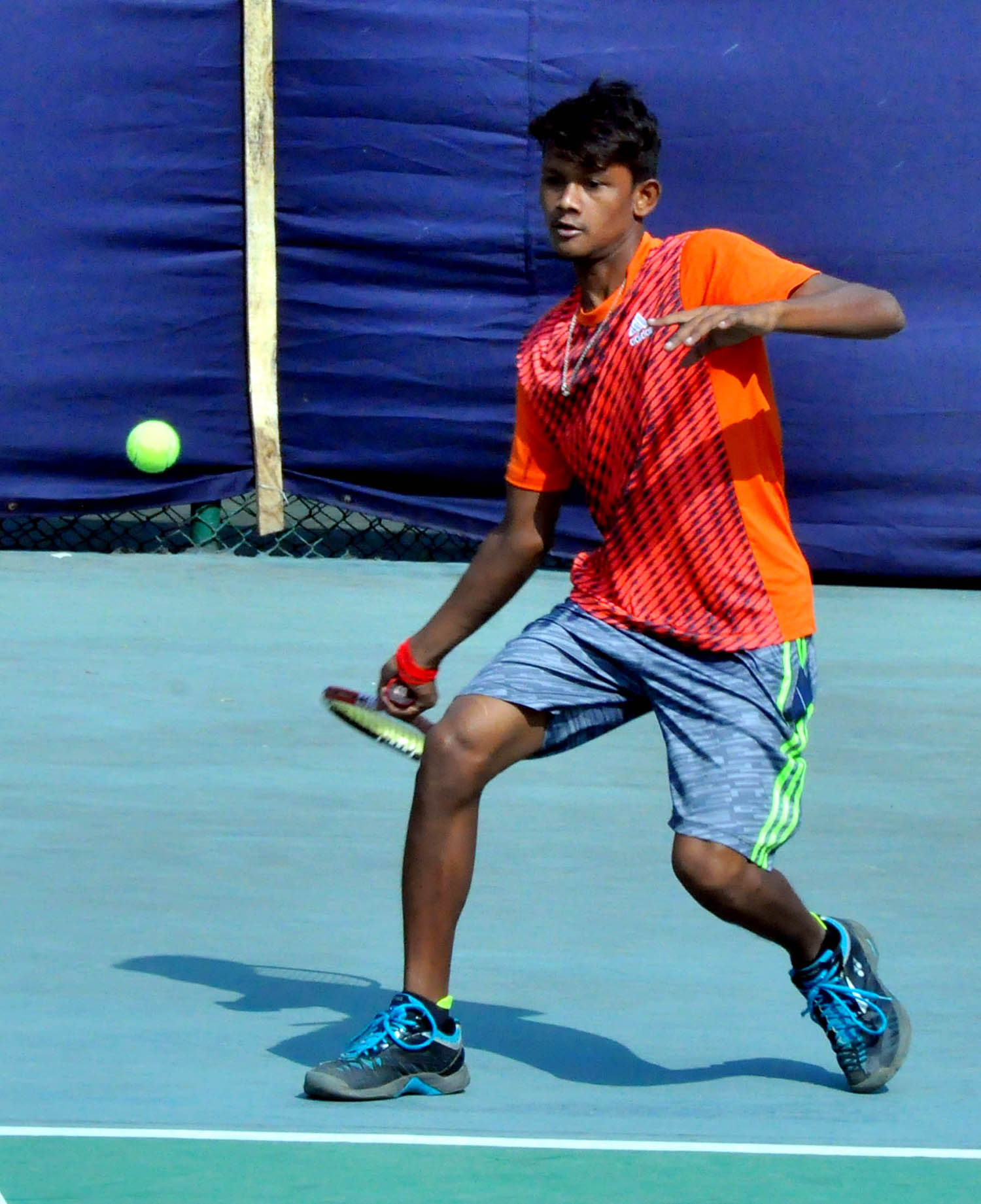 Ranjit Sarkar of Bangladesh in action during the boys' singles match of the Bengal Plastic Asian Under-14 Series Tennis Championship at the National Tennis Complex in the city's Ramna on Wednesday.