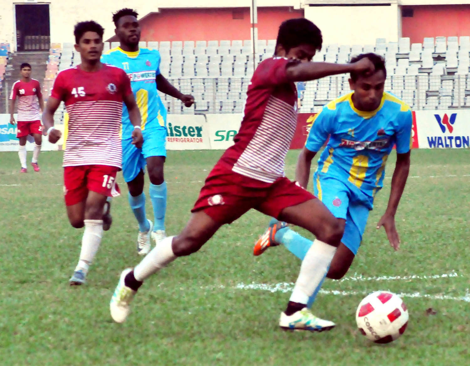 A moment of the match of the Saif Power Battery Bangladesh Premier League Football between Chittagong Abahani Limited and Team BJMC at the Bangabandhu National Stadium on Wednesday. Chittagong Abahani Limited won the match 2-0.