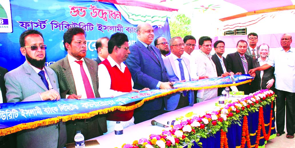 Syed Waseque Md Ali, Managing Director of First Security Islami Bank Ltd, inaugurating the Kalaroa branch at Satkhira on Wednesday. S. M. Nazrul Islam, Head of General Services Division, Md. Abdur Rashid, Zonal Head, Khulna and Mohammad Monirul Islam, Manager of the branch were also present.
