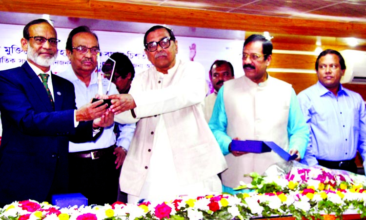 Civil Aviation and Tourism Minister Rashed Khan Menon, among others, at a reception accorded to freedom fighter Mahbubul Haque Babul Chisti for getting international award of UN organised by Bangladesh Muktijoddha Sangsad in DRU auditorium on Thursday.