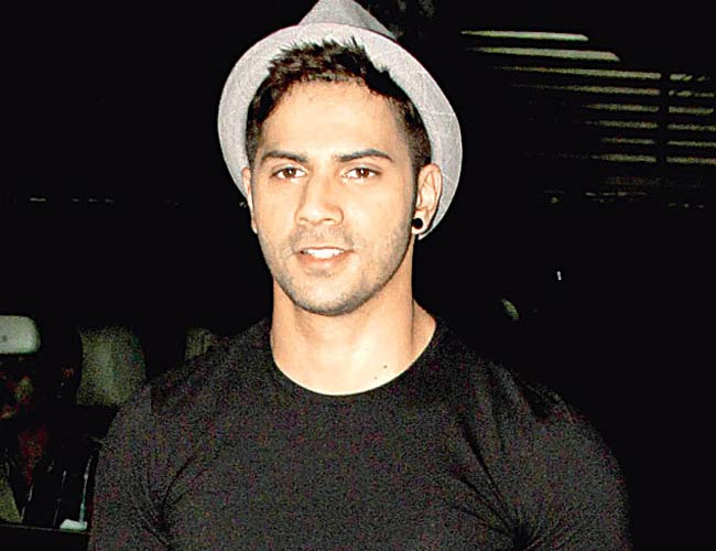 Varun Dhawan gets challan for taking selfies!