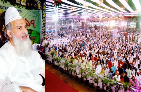 Gausal  Azam Hazrat Shah Sufi Al Haj Maulana Sayed Mujibul Bashar Al-Hasani Maizbhandari addressing a  special prayer at Laldhigi ground on Wednesday.