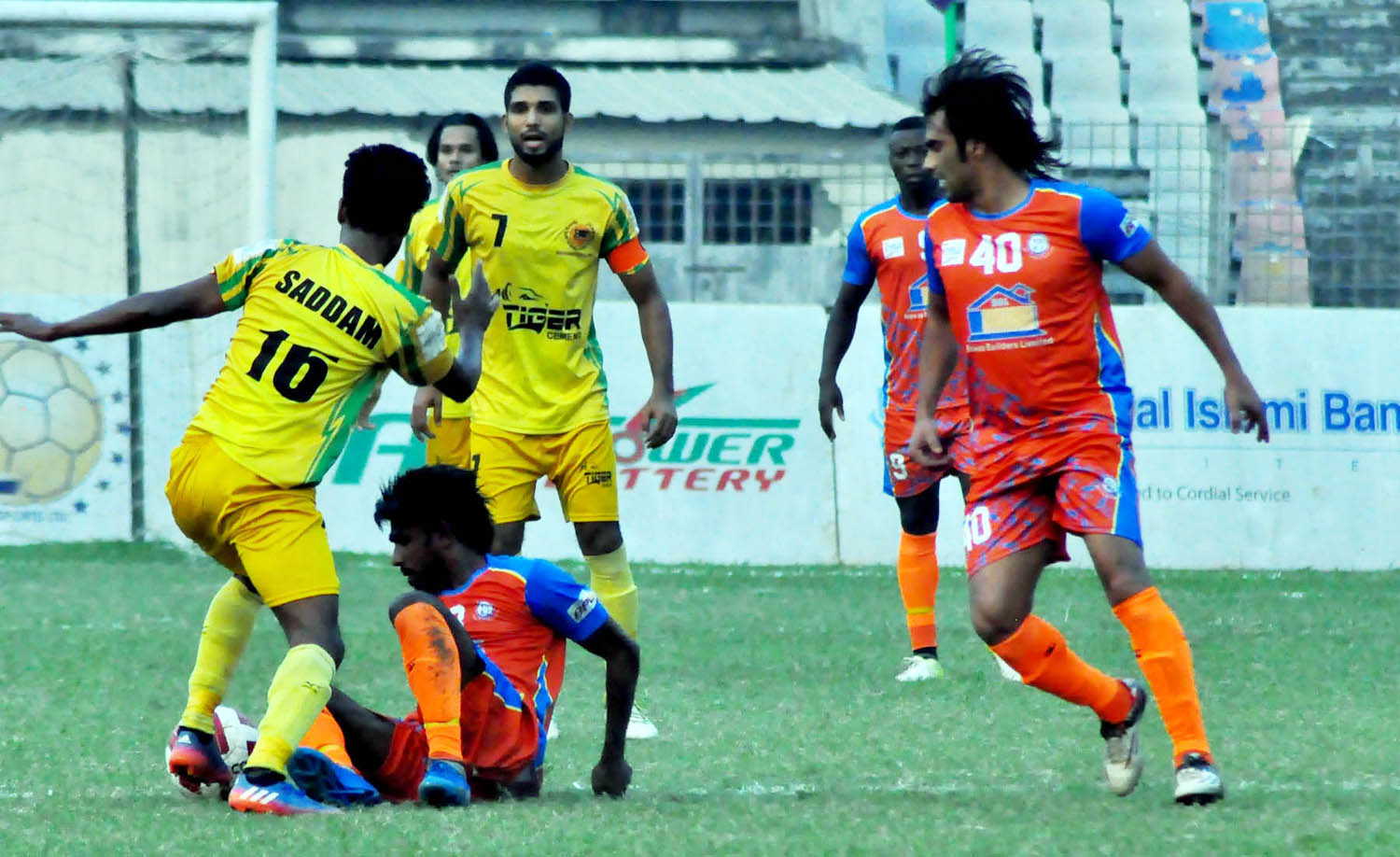A view of the match of the Saif Power Battery Bangladesh Premier League Football between Brothers Union Limited and Rahmanganj MFS at the Bangabandhu National Stadium on Thursday. Brothers won the match 3-0.