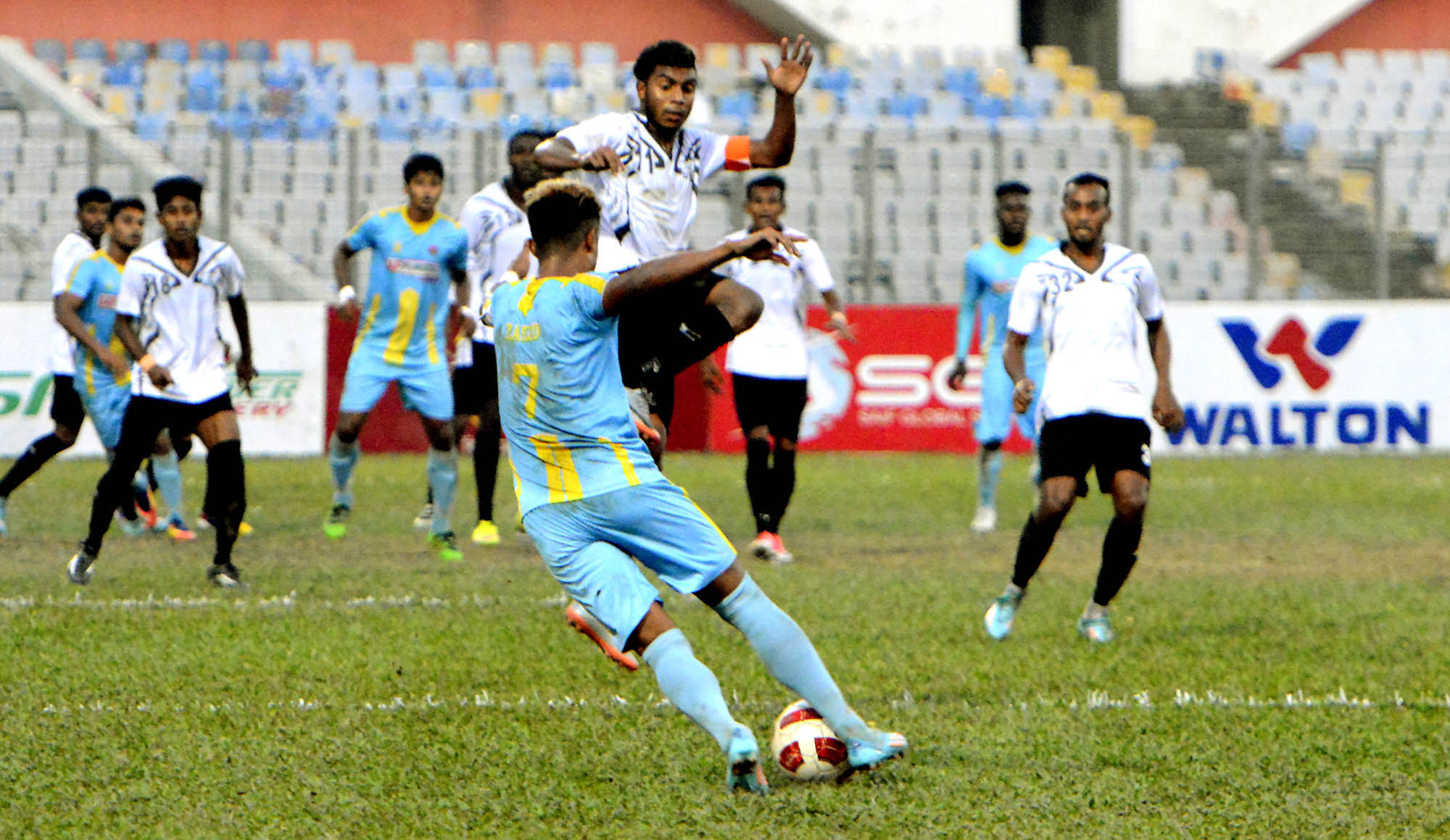 An exciting moment of the match of the Saif Power Battery Bangladesh Premier League Football between Chittagong Abahani Limited and Arambagh Krira Sangha at the Bangabandhu National Stadium on Thursday. Chittagong Abahani won the match 1-0.