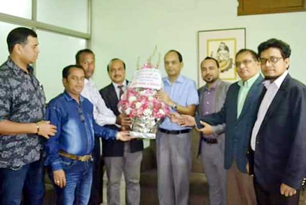Leaders of Chittagong Reporters Unity (CRU) arranged a discussion meeting with Asst. High Commissioner of India Mr. Anindo Banarjee on Tuesday at his office. They discussed about the relationship between two countries and remembred the role of India during the Liberation War.