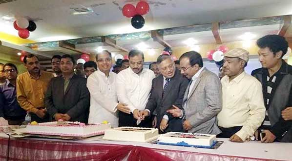A view of the cake cutting  in observance of  entering 6th year of publication of Daily Purbodesh.