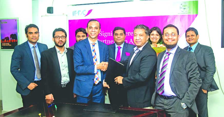 Mominul Islam, Managing Director of IPDC Finance Limited and Mohammed Akther Parvez, Managing Director of PHP Automobiles Limited, exchanging a MoU signing documents at PHP Centre in Chittagong on Tuesday. Under the MoU, customers of IPDC can avail loan amount up to 100 pc of vehicle price purchasing from PHP Automobiles. Senior officials from both the organization were present.