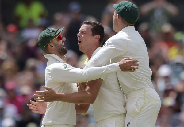 Australia close to Ashes glory as England lose three wickets