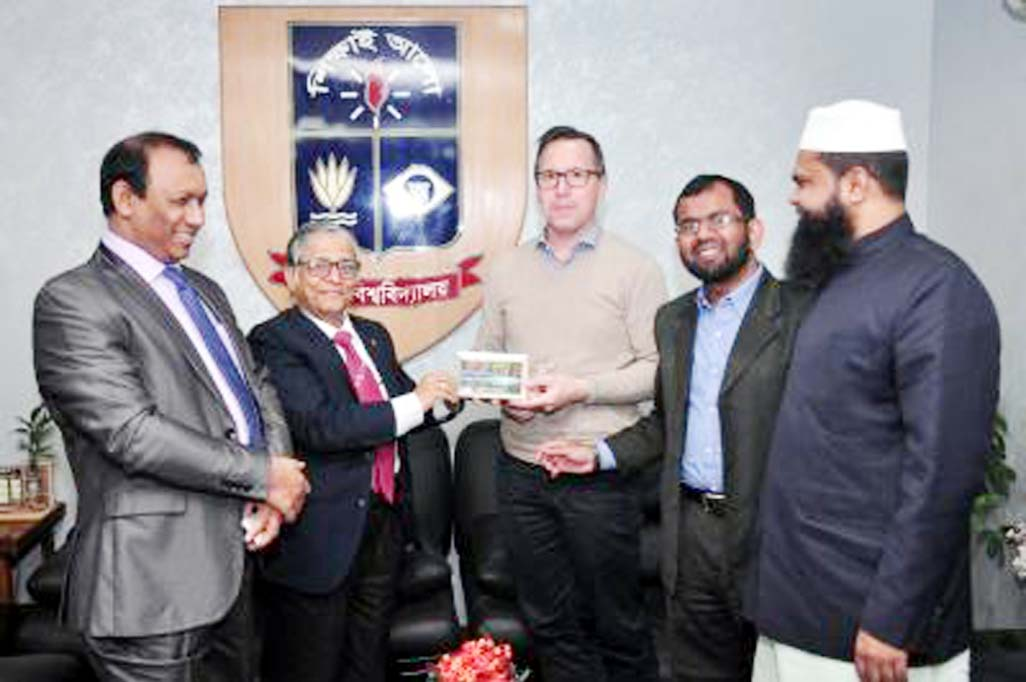 US delegation meets DU VC