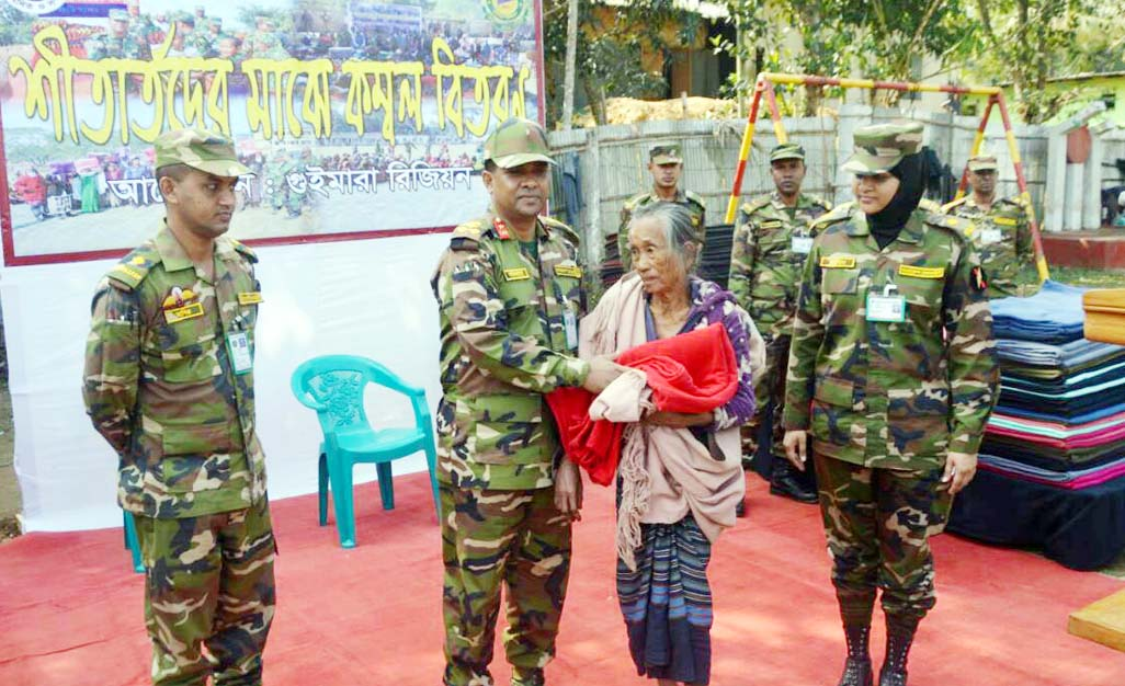 Brig   Gen Muhammad Kamruzzaman  NDC, PSC, G, Regional Commander , Guimara Region distributing  blankets among the cold- hit people at Shaheed  Lieutenant Mushfiq HIgh School ground on Wednesday.